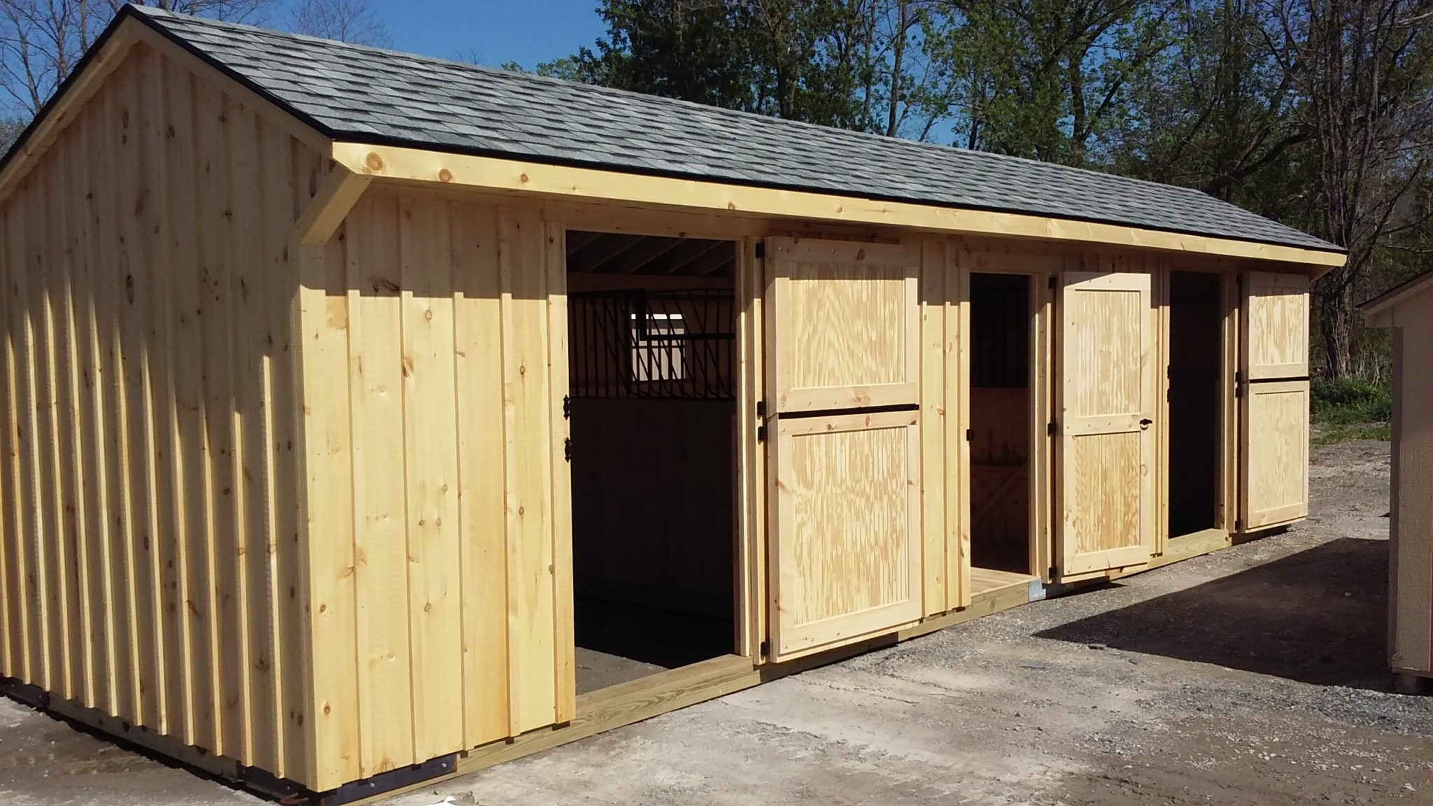 10 39 x32 39 two stall horse barn includes center tack room 2 stall horse barn